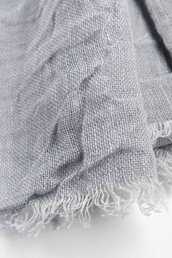 Sciarpa grigia in lino lettone - Dettaglio